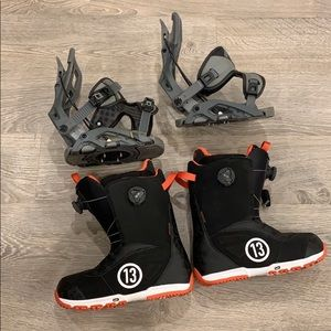 Snowboard boots with fast access binding